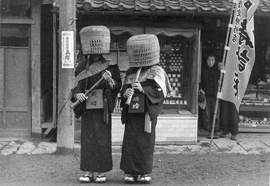 Figure 10: One can still see <I>shakuhachi</I>-playing &#34;monks&#34; dressed in full <I>komus&#333;</I> gear on the streets and temples of Japan.